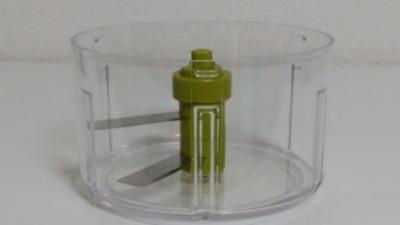 ハンディーチョッパーネオのみじん切り容器のカッター部分を撮った写真です