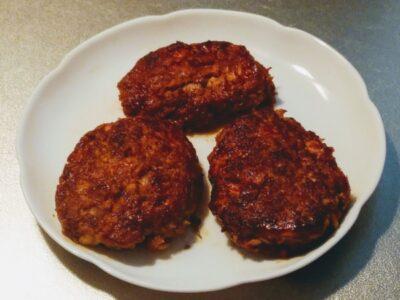 豆腐を使ってハンバーグを作った写真です
