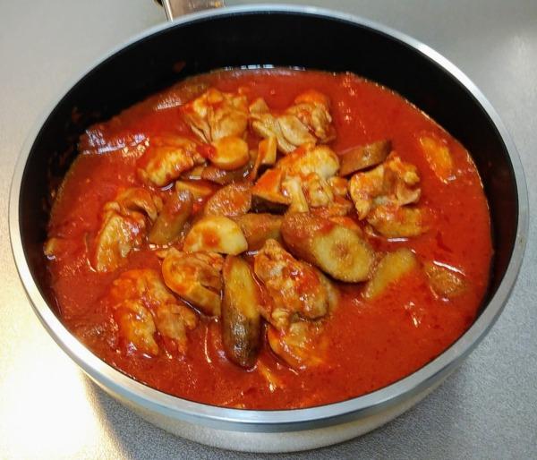 鶏とごぼうのトマト煮